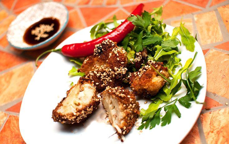 """Blomkål is the new black! Ovnsbakt og panert erstatter det perfekt kylling i asiatiske retter. Kylling """"General Tso"""" er en..."""