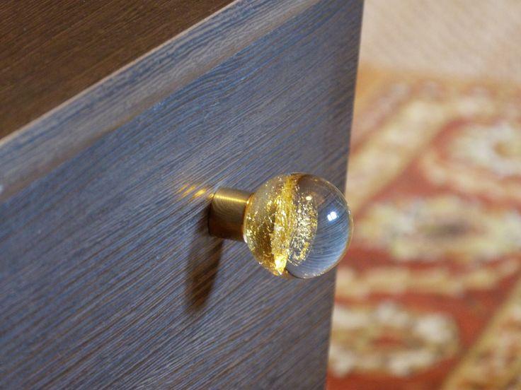 Bouton de meuble Alberto Or sur embase - sans fenêtre. Fait main