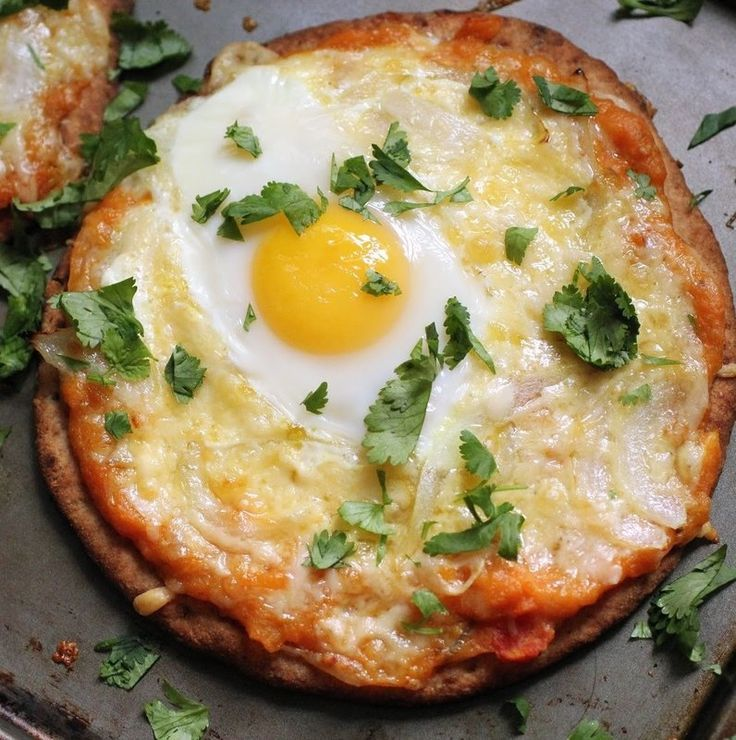Recipe for Flatbread Breakfast Pizza - Cheesy goodness! It's a really easy one too, using ready-made naan.