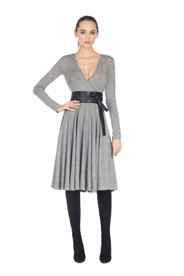 Casual grey dress with a V neck and midi lenght