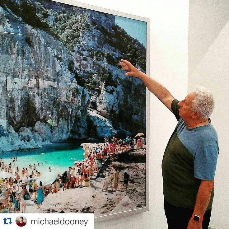 #Repost @michaeldooney #MassimoVitali presenting his work at #RonchiniGallery for the #VIPtour of #PhotoLondonFair16 - @photolondonfair @RonchiniGallery @MassimoVitali_omissamilativ #ContemporaryPhotography #ArtGallery #ItalianPhotographer #LandscapePhotography #PhotographyExhibition #London