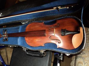 VIOLIN  3/4 SOLID SPRUCE TOP .,MAPLE SIDES & BACK   OLD