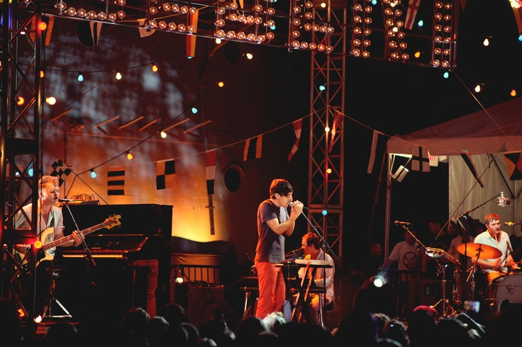 'Grizzly Bear' perform at StePhest Colbchella '012.