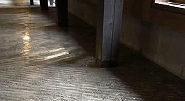 縄文道~洗場の横の内湯に行くまで足裏の指圧効果があるように工夫してあります