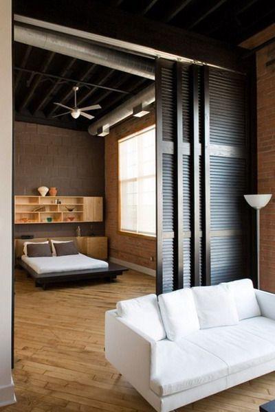 Фотография: Спальня в стиле Лофт, Квартира, Советы, как совместить спальню с гостиной, как обустроить в одной комнате две зоны, зонирование комнаты – фото на InMyRoom.ru