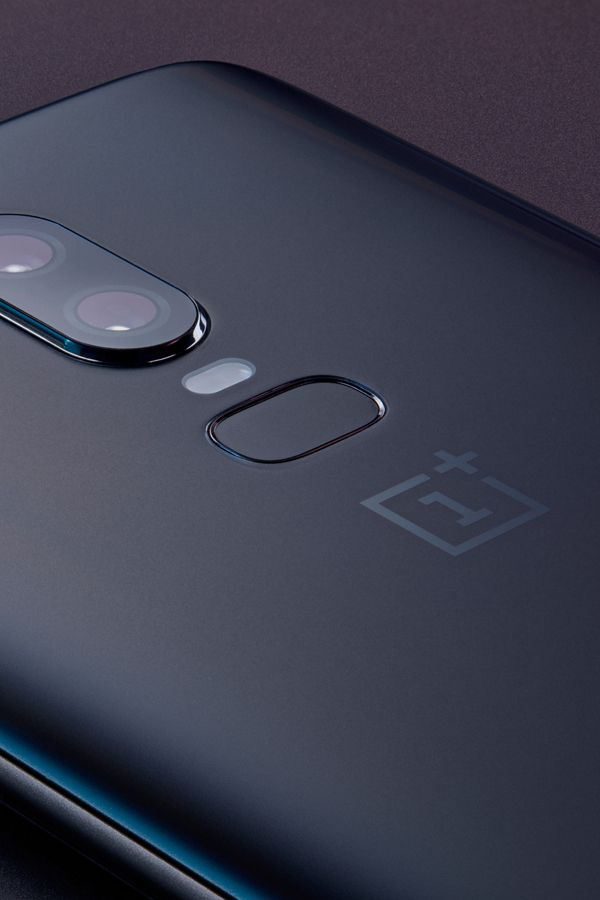 The Oneplus 6 Midnight Black Variant Is Now Available To Buy In India The Dual Sim Smartphone Has A 6 28 Inch Full Hd 1080x Gorilla Glass Smartphone Gadgets