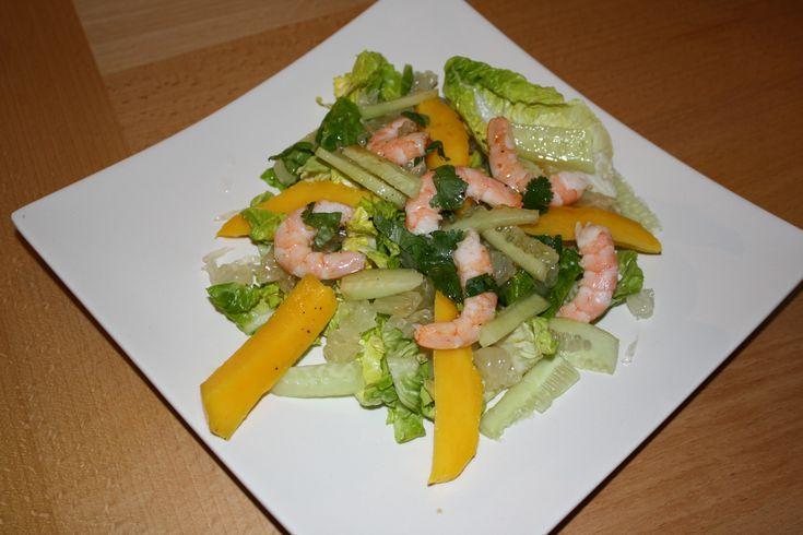 """750g vous propose la recette """"Salade crevettes-mangue-pamplemousse chinois"""" notée 4.1/5 par 28 votants."""