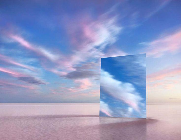 Pour son projet Vanity, le photographeMurray Fredericks s'amuse à capturerun immense miroir, placé dans les paysages fascinants duLac Eyre, le point le