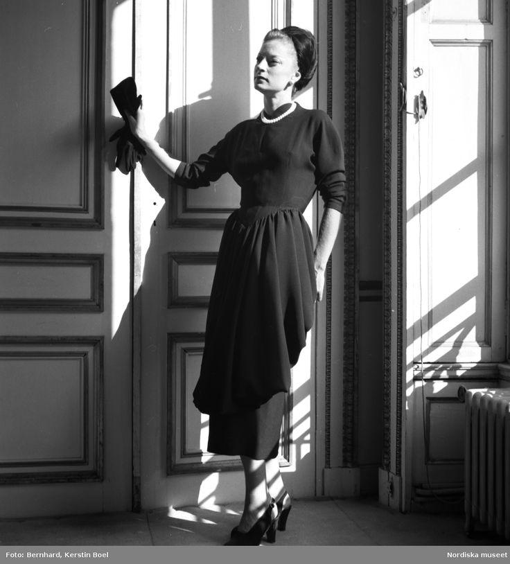 Modell Camilla Sparvi klänning från Christian Dior i Paris. foto: Kerstin Bernard/ Nordiska museets arkiv