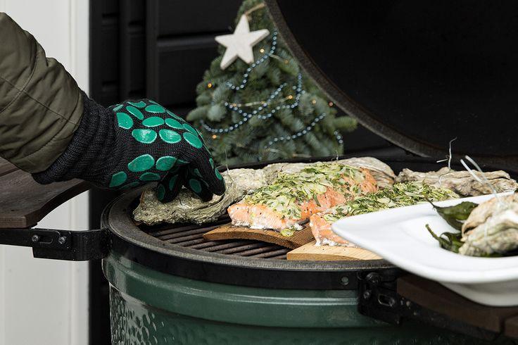 Bent u voor de feestdagen nog op zoek naar lekkere kerstrecepten? Deze kerstbrunch zal ongetwijfeld in de smaak vallen. U kunt de gerechten natuurlijk ook als kerstdiner serveren. Want een tafel vol kleinere hapjes die u samen kunt delen en die op de Big Green Egg zijn bereid, staat altijd garant voor een groot feest!