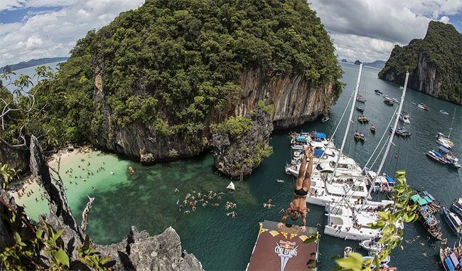 Red-Bull-Cliff-Diving-2013-in-Thailand8.jpg (650×381)