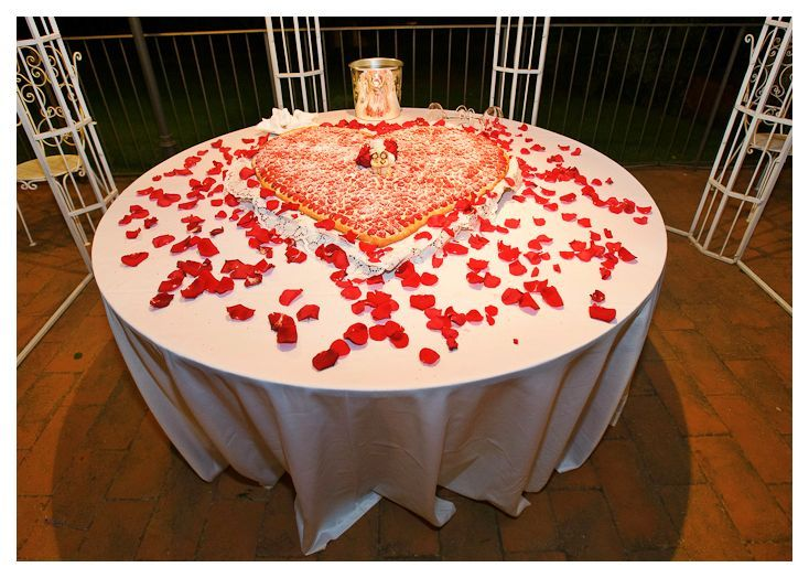 Italian wedding cakes. Heart shaped traditional millefoglie. Credits: Villa le Piazzole