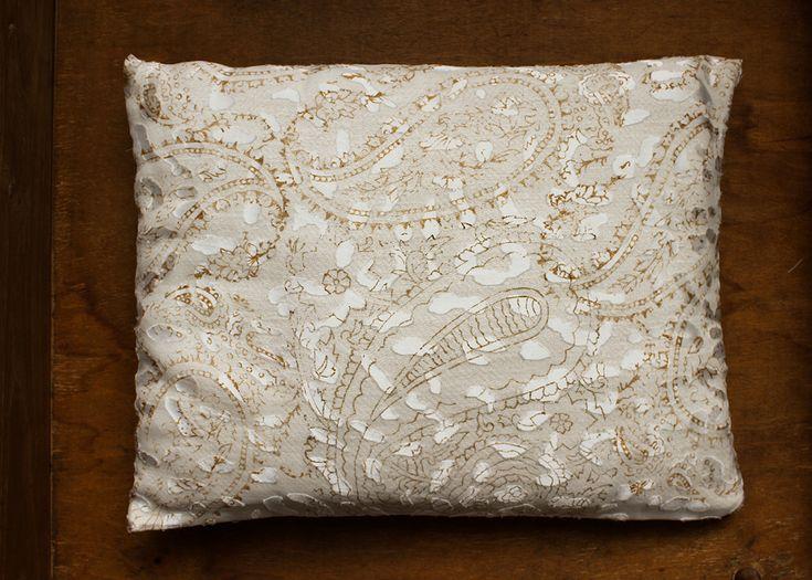 Piccolo cuscino _ Saia di cotone filata a mano e seta-viscosa