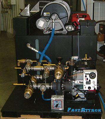 Darley Co. hace que la serie 2BE bomba portátil que se utiliza a menudo en unidades de arrastre.  Se muestra aquí en el modelo 2BE23V;  esta bomba es accionada por un motor Vanguard 23 caballos de fuerza.  (Foto cortesía de Darley Co.)