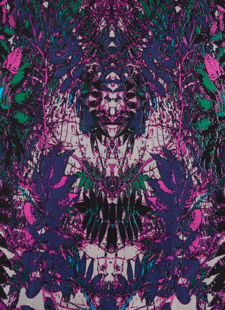 Zijden sjaal Fall van Bella Ballou. Dit model is versierd met een print van herfstbladeren.