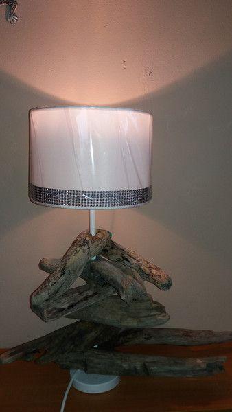 Stehlampen - Lampe mit Treibholz und Lampenschirm weiß Glitzer - ein Designerstück von FILZ_HOLZ_und_MEHR bei DaWanda