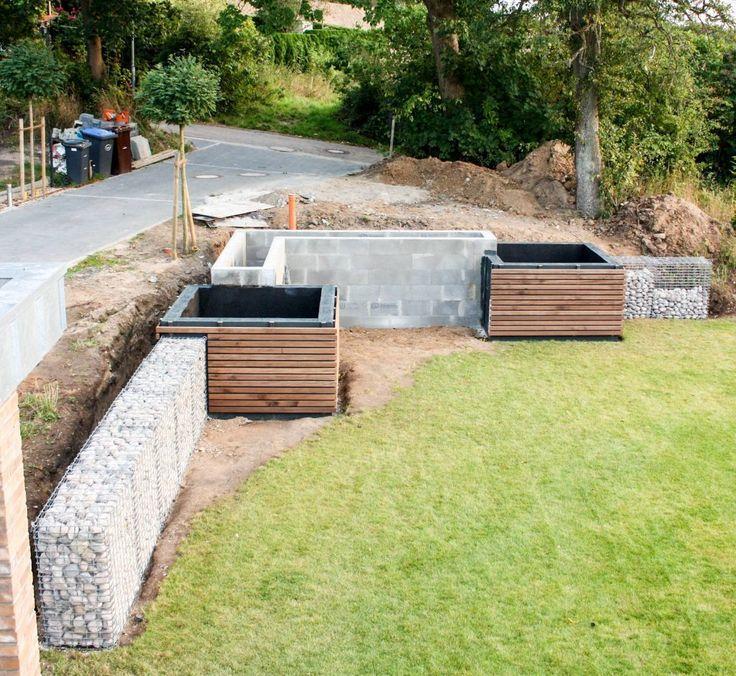 Modernes Hochbeet Zur Hangabstutzung Modern Landscaping Modern Garden Raised Garden
