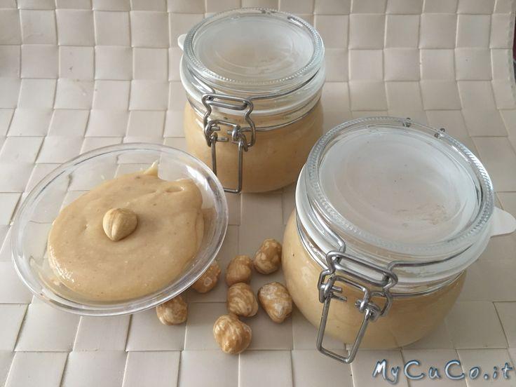 """Crema bianca alla nocciola, tipo """"mou"""" con il CuCo Moulinex - http://www.mycuco.it/cuisine-companion-moulinex/ricette/crema-bianca-alla-nocciola-tipo-mou-con-il-cuco-moulinex/?utm_source=PN&utm_medium=Pinterest&utm_campaign=SNAP%2Bfrom%2BMy+CuCo"""