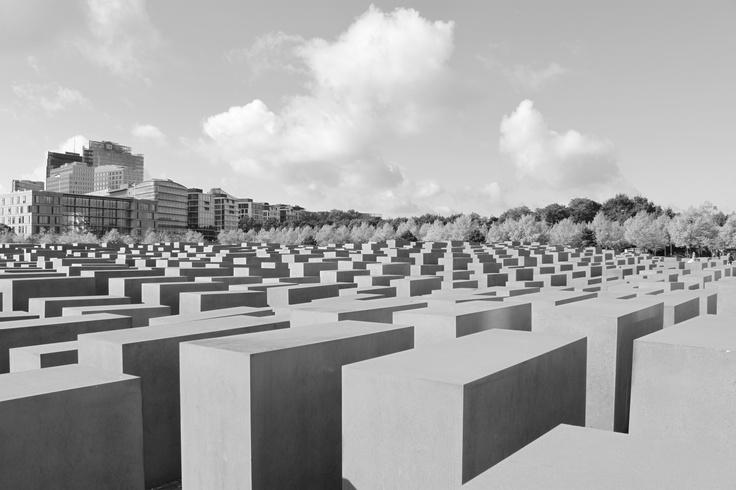 BERLIN / Jewish Memorial (Peter Eisenman, 1998-2005) © F. Martin
