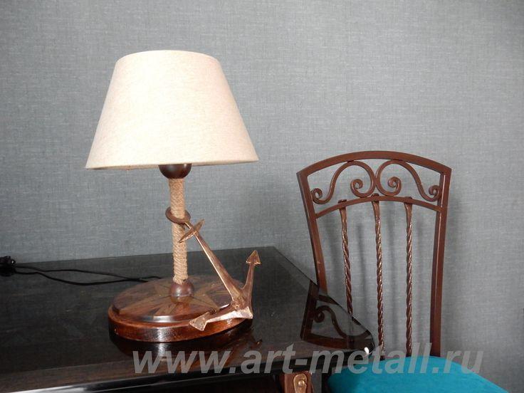 Настольная кованая лампа роза ветров. Дуб, эпоксидная смола, кованый металл, пеньковый канат.