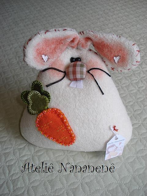 Felt Mouse by Ateliê Nananenê by Rê, via Flickr