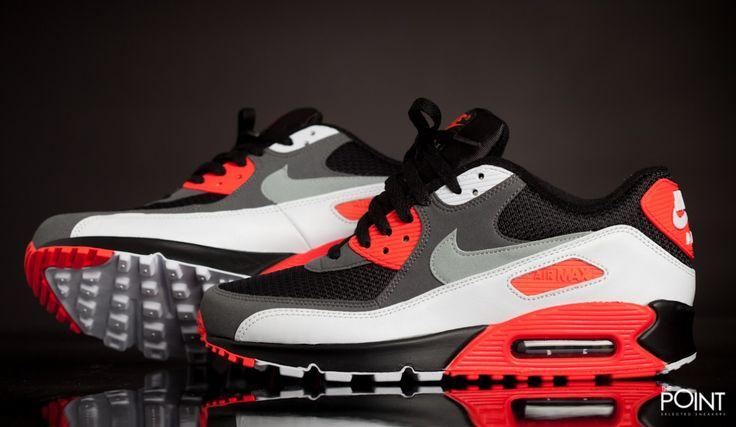 Zapatillas Nike Air Max 90 Og Negro Gris, tenemos en la #tiendaonlinedezapatillas #ThePointSelectedSneakers la última reedición del modelo de #zapatillasNikeAirMax90Og, esta vez en el segundo colorway con el que vio la luz, presentado en negro, blanco y el tradicional rojo #Infrared de #Nike, visítanos y échale un vistazo a toda la #coleccióndePrimaveraVerano2015, o bien clica aquí http://www.thepoint.es/es/zapatillas-nike/992-zapatillas-hombre-nike-air-max-90-og-negro-gris.html