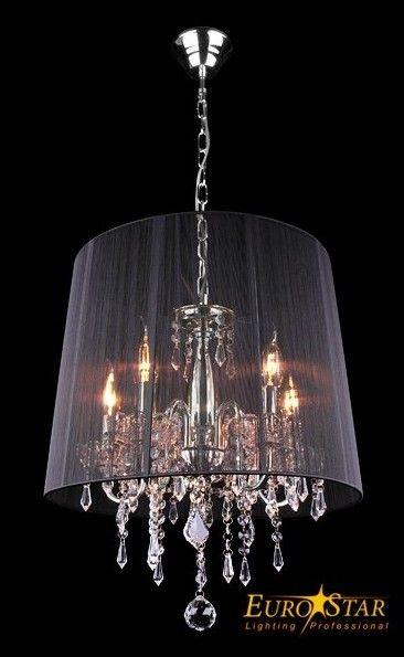 Lampa wisząca z kryształami IZABEL firmy EuroStar.  Stylowe wzornictwo.  Oryginalny model żyrandola w stylu świecznikowym osłoniętego abażurem z delikatnej tkaniny. Niepowtarzalna stylistyka i najwyższa jakość wykonania. Konstrukcja wykonana z metalu chrom błyszczący, ozdobne zwisające kryształy przezroczyste w różnych wielkościach. Abażur z drapowanej czarnej organzy. Uwaga! Lampa do samodzielnego montażu przy pomocy załączonej instrukcji. Opis techniczny  napięcie: 230 V źródło światła…