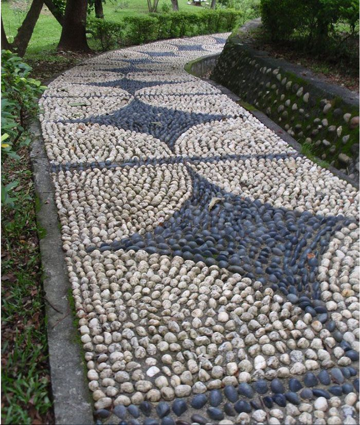pebble mosaic path Many ideas for different pebble mosaic pathways.