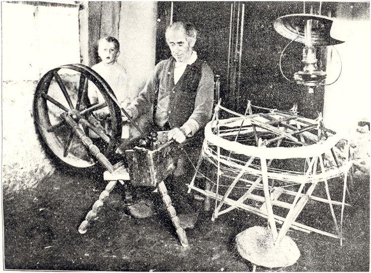 Het thuis spinnen door Antonius ( Toon ) Smulders  Auteur: niet vermeld - 1930 - 1940