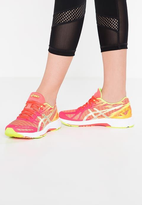 ASICS GEL-DS TRAINER 22 NC - Chaussures de running compétition - diva pink/silver/safety yellow - ZALANDO.FR