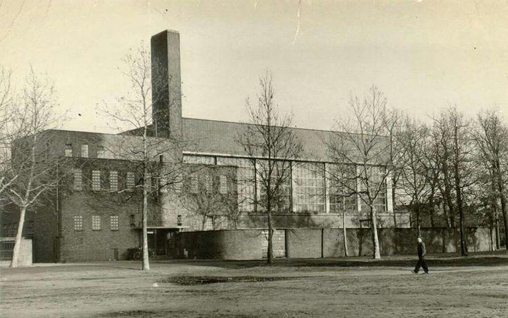 Turfmarkt 2: Sportfondsenbad Stilobad, ca. 1940. Eerste overdekte zwembad van…