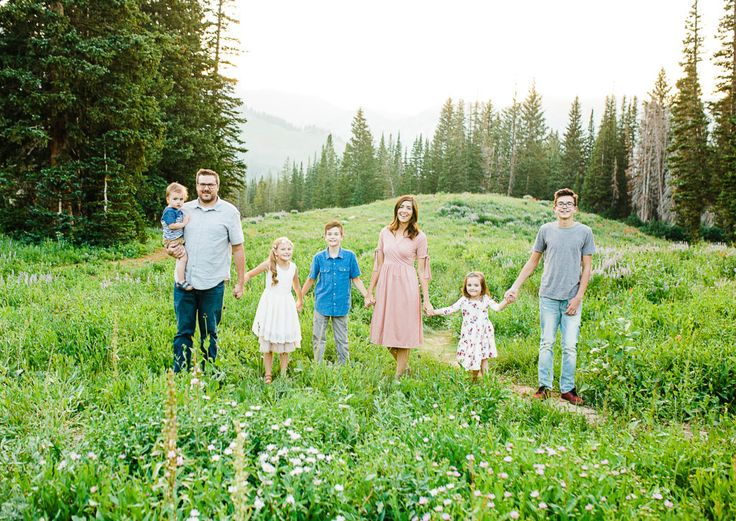 Truly Photography | Sandy Utah Photographer | What to wear for family pictures | mommy and me | wild flowers | mountain || family pictures | utah family pictures | Albion basin | Utah family photographer | www.trulyphotographyut.com
