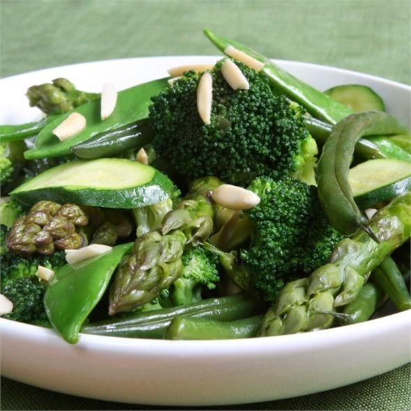 Yeşil sebzeler, yeşil yapraklı sebzeler, A ve C vitaminiyle riboflavin, folat, demir, kalsiyum, magnezyum ve potasyum kaynağıdır.