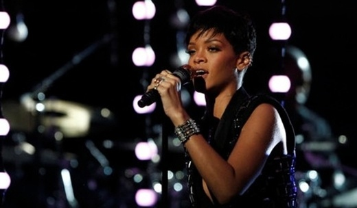 Rihanna, Bruno Mars live @ The Voice  http://www.emonden.co/rihanna-bruno-mars-live-the-voice