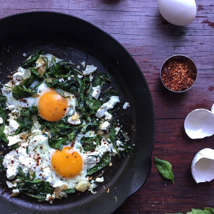 Spinatpanne med egg og fetaost – Aichas Mat