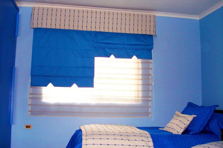 Store doble en tela azul con velo