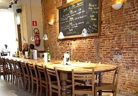 11-May-2013 13:39 - HOT SPOT: LE PAIN QUOTIDIEN IN ANTWERPEN. Ga jij binnenkort naar Antwerpen? Beau Monde heeft een heerlijke lunch tip! Het eten bij Le Pain Quotidien is biologisch, ambachtelijk en hártstikke lekker. Lees gauw meer.  Schuif heerlijk aan aan een lange tafel, of neem take-out mee. Dit heerlijke biologische broodhuis/ patisserie is van alle markten thuis. Ze hebben waanzinnige ontbijtjes (o.a.verse fruitsalade, parfait en ontbijtkoeken), smakelijke soepen en...