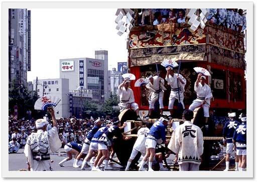 Google Image Result for http://www.city.kyoto.jp/koho/eng/kyoto/festival/img/photo/gion.jpg