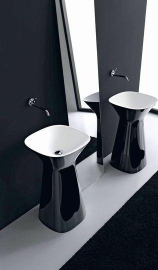 Glossy noir et blanc, vasque colonne en céramique Mister, L 50 x l 50 x H 85 cm, prix sur demande, design Meneghello Paolelli, Hidra Ceramica.