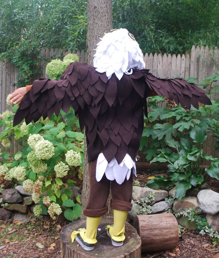 Here is what you will need to make a No Sew Bald Eagle Costume: