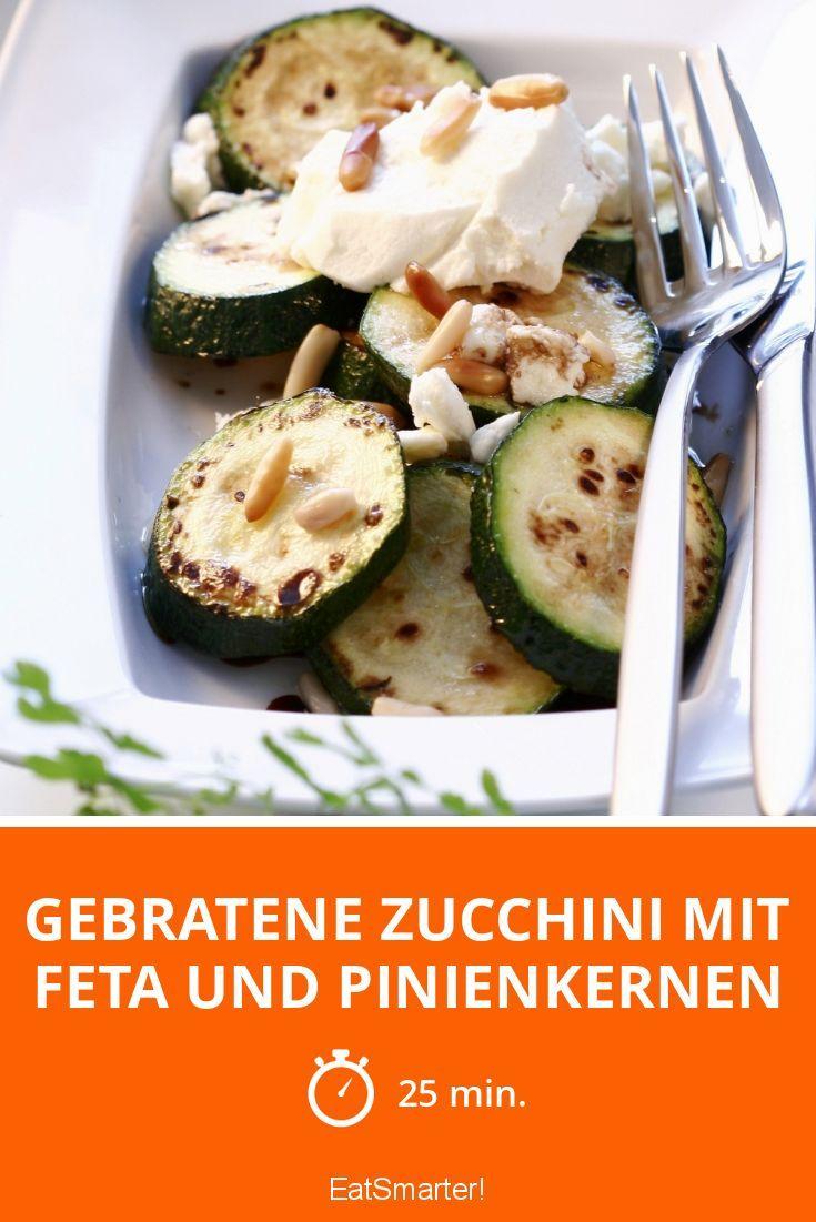 Gebratene Zucchini mit Feta und Pinienkernen - smarter - Zeit: 25 Min. | eatsmarter.de