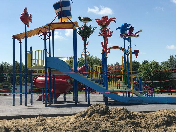 6000 pied carré couler hier  Pour le waterpark  Au camping chez Ben Il rest juste a laver le beton est poser le scellant ⛺️☀️❤️
