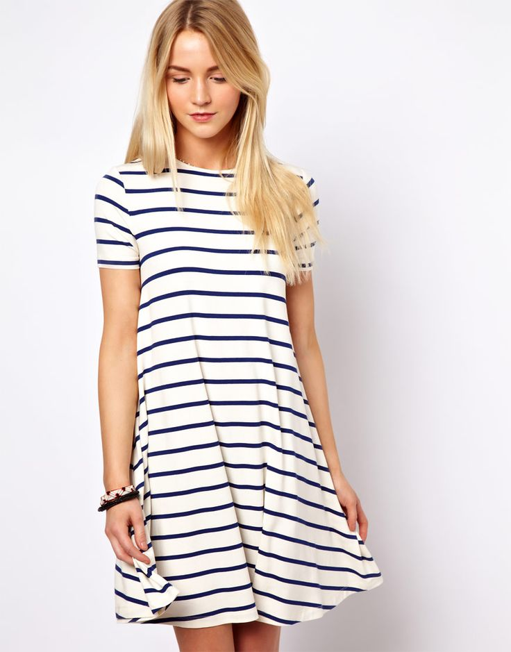 Swing dress in stripe print.