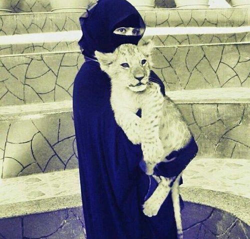 Niqabi with a Lion Cub