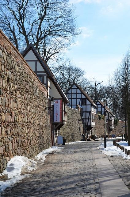 Neubrandenburg, Wiekhäuser auf der Stadtmauer
