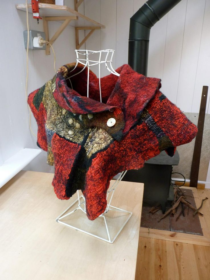 ❤️beautiful red felted shawl
