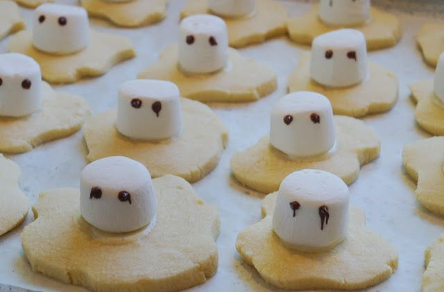 Ghost Shortbread for halloween http://craftycakecreative.blogspot.co.nz/2015/10/ghost-shortbread-for-reverse-trick-or.html