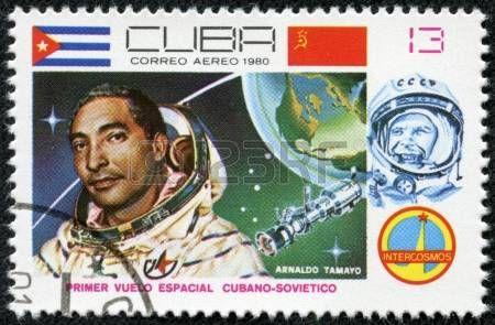 CUBA - CIRCA 1980, un timbre imprim� en Cuba montre Arnaldo Tamayo Mendez, 1er sovi�tique cubain mixte vol spatial, programme Intercosmos, Programme spatial de l'Union sovi�tique, vers 1980 photo