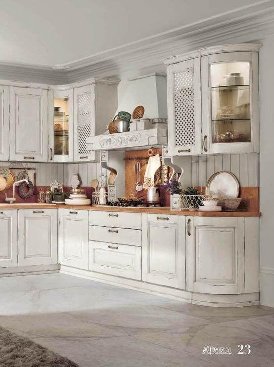 Biała kuchnia, kuchnia styl angielski, kuchnia styl wiejski, styl rustykalny w kuchni. Zobacz więcej na: https://www.homify.pl/katalogi-inspiracji/13822/trendy-wiejska-kuchnia