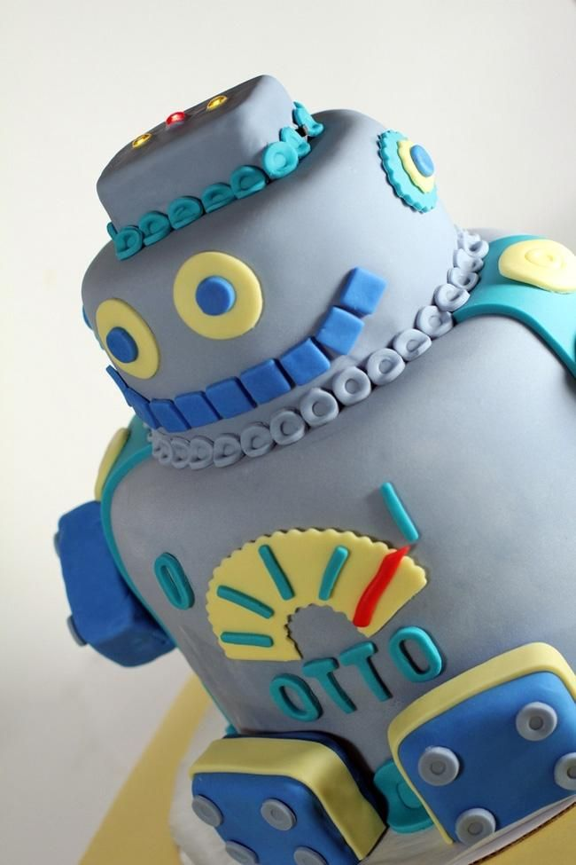 I'm in love with every robot birthday party cake idea in this post. Seriously, is there anything cuter than a robot birthday cake? And we have compiled 15 themed cakes and cupcakes that you will love. Whether the color palette is blue, green, orange or classic grey, these robot cakes are the perfect complement to any boy's robot themed birthday party.
